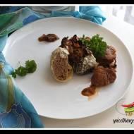 Gołąbki z białą kaszą gryczaną, mięsem mielonym i pieczarkami