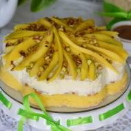 Śmietanowy torcik z mango i chrupiącymi pistacjami