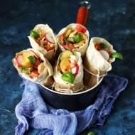 Tortilla z kurczakiem i warzywami z patelni