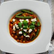 Ostre curry z ciecierzycy, fasolki i pomidorów
