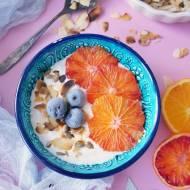 Pomysł na szybkie niebanalne śniadanie: jogurt z pomarańczą