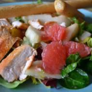 Sałatka z owocami i filetem