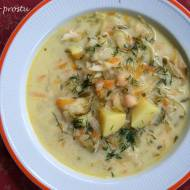 Wegetariańska zupa ogórkowa z ciecierzycą