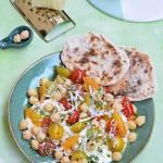 Sałatka z mozzarellą, ciecierzycą i pomidorkami