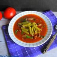 Zupa pomidorowa z tamaryndowcem na indyczych żołądkach ze szpinakowym penne