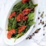 Szpinak z czosnkiem i pomidorami – post Daniela