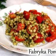 Kuskus perłowy z pesto z pietruszki i warzywami