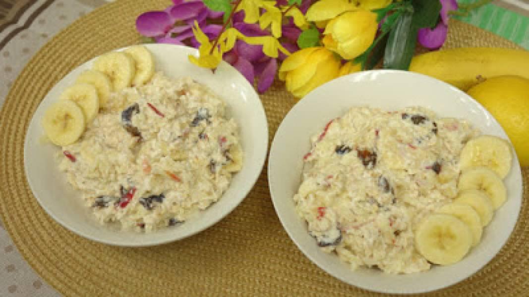 Płatki owsiane z owocami i kokosem – pyszne i zdrowe śniadanie