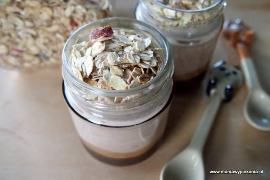 Jogurt kakaowy z miodem i płatkami owsianymi