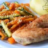 Filet z kurczaka i marchewka z cukinią