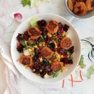 Sałatka z kulkami z ciecierzycy i marchewki