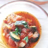 Ostry sos pomidorowy z cukinią