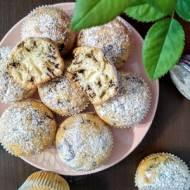 Muffinki z płatkami czekolady.