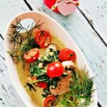 Polędwiczki wieprzowe w sosie ze szpinakiem i pomidorkami