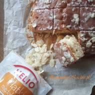 Ciasto waniliowe z pokruszonymi herbatnikami, lukrem i płatkami migdałowymi Helio