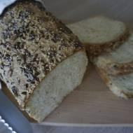 Pszenny chleb z ziarnami z mąki krupczatki