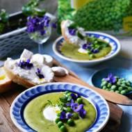 Wiosenny krem z zielonego groszku, kozi ser i fiołki