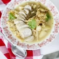Zupa kapuśniak z białą kiełbasą