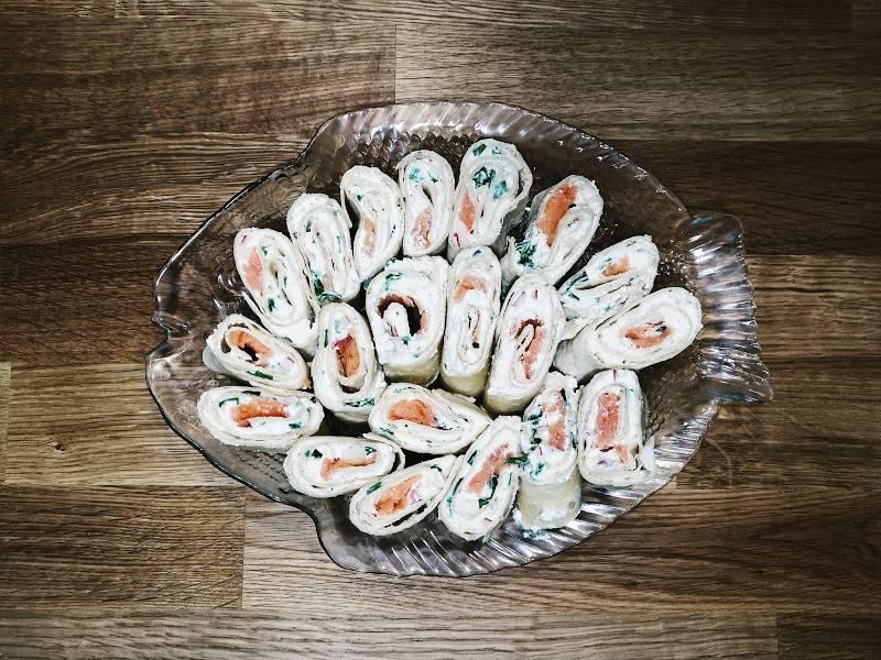 Roladki z łososiem i białym serem