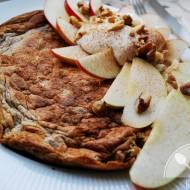 Omlet owsiany z jabłkiem i cynamonem