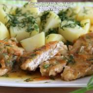 Piersi kurczaka w sosie z marchewką, porem i koperkiem