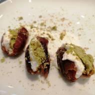 Daktyle faszerowane ricottą i pistacjami