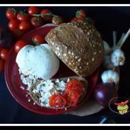 Serek z jogurtów greckich z suszonymi pomidorami