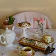 Słodka tarta z konfiturą z płatków róży