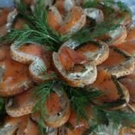 Kanapeczki z łososiem i koperkiem
