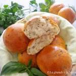 Wielkanocne bułeczki z ziołami (Panini alle erbe aromatiche)