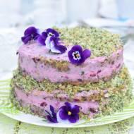 Tort szpinakowy z jogurtowo-jagodowym kremem.