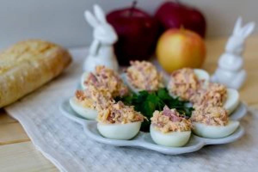 Jajka nadziewane szynką, chrzanem i jabłkiem