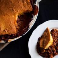Zapiekanka chilli con carne pod kukurydzianą warstwą