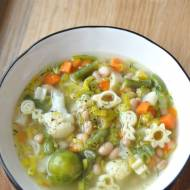 Zupa jarzynowa z fasolą i makaronem
