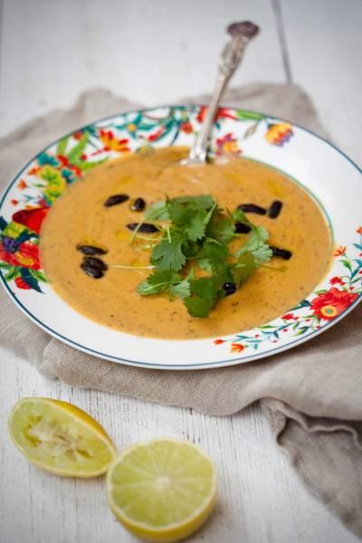 Zupa krem z batatów i czarnej fasoli