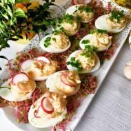 Jajka faszerowane łososiem, pieczarkami i tuńczykiem