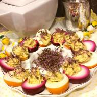Kolorowe jajka faszerowane