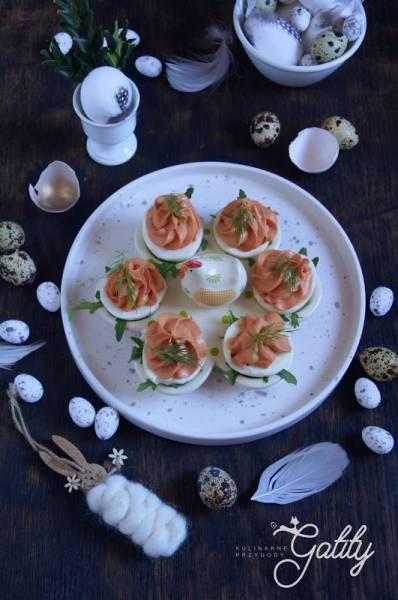 Jajka faszerowane fetą i koncentratem pomidorowym