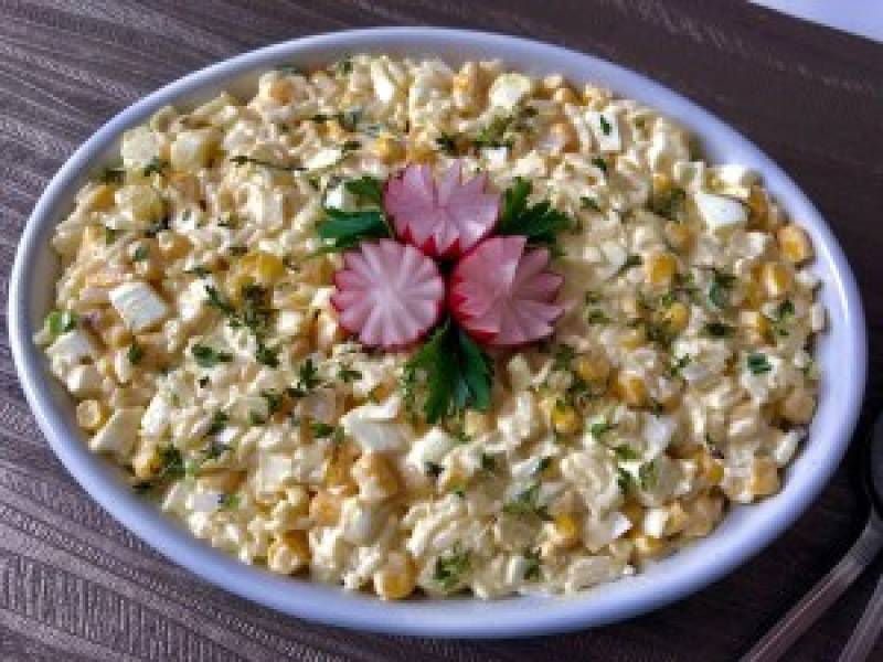 Sałatka jajeczna z ryżem