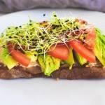 Zdrowa kanapka z awokado