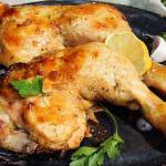Kurczak pieczony w marynacie czosnkowo-cytrynowej z natką pietruszki i syropem klonowym