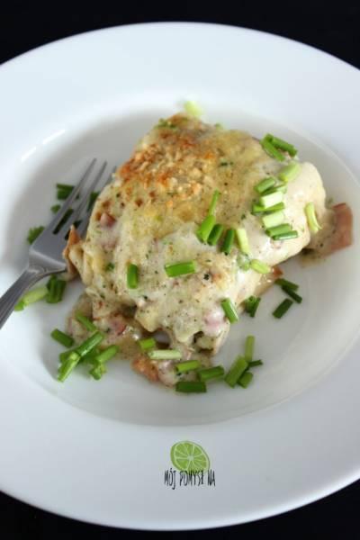 Naleśniki orkiszowe z szynką, brokułem i serem