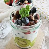 Pudding chia z owocami i siemieniem lnu