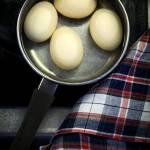 Jak gotować jajka by nie pękały