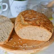 Domowy chleb razowy z ziarnami