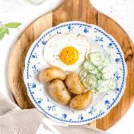 Jajko sadzone z młodymi ziemniakami i mizerią