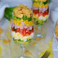Śniadaniowa kolorowa sałatka z chrupiącymi płatkami