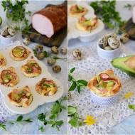 Wiosenne tosty z przepiórczym jajkiem, wędliną, serem i awokado