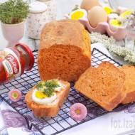 Pomidorowy chleb ze szczypiorkiem.