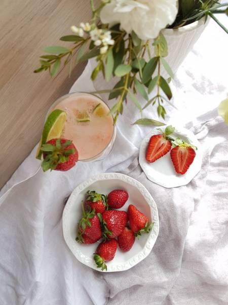 Prosecco z musem truskawkowym i limonką